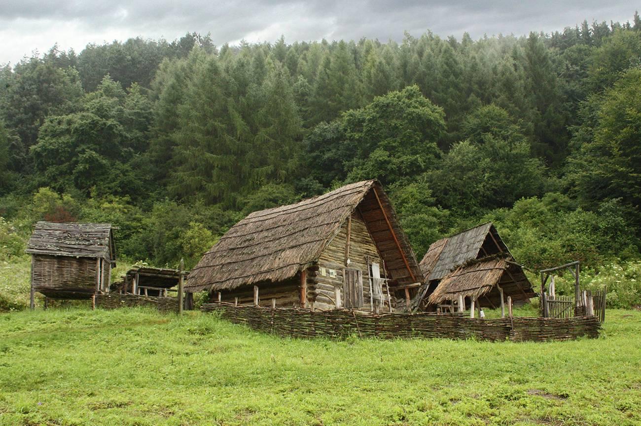 Celtic_settlement-Open-Air_Archaeological_Museum_Liptovska_Mara_-_Havranok,_Slovakia